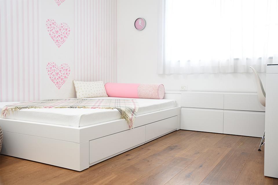 מיטה לילדה בחדר ילדים