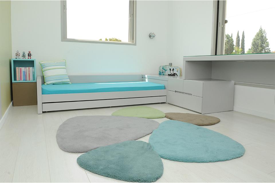 מיטת יחיד נמוכה עם מיטה נפתחת