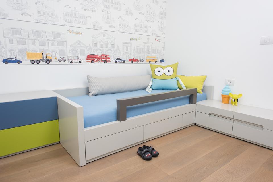 מיטת יחיד בשילוב מגירות אחסון לחדרי ילדים