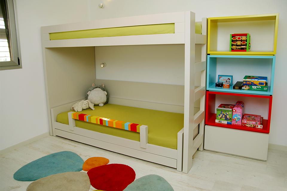 מיטת קומותיים לחדר ילדים