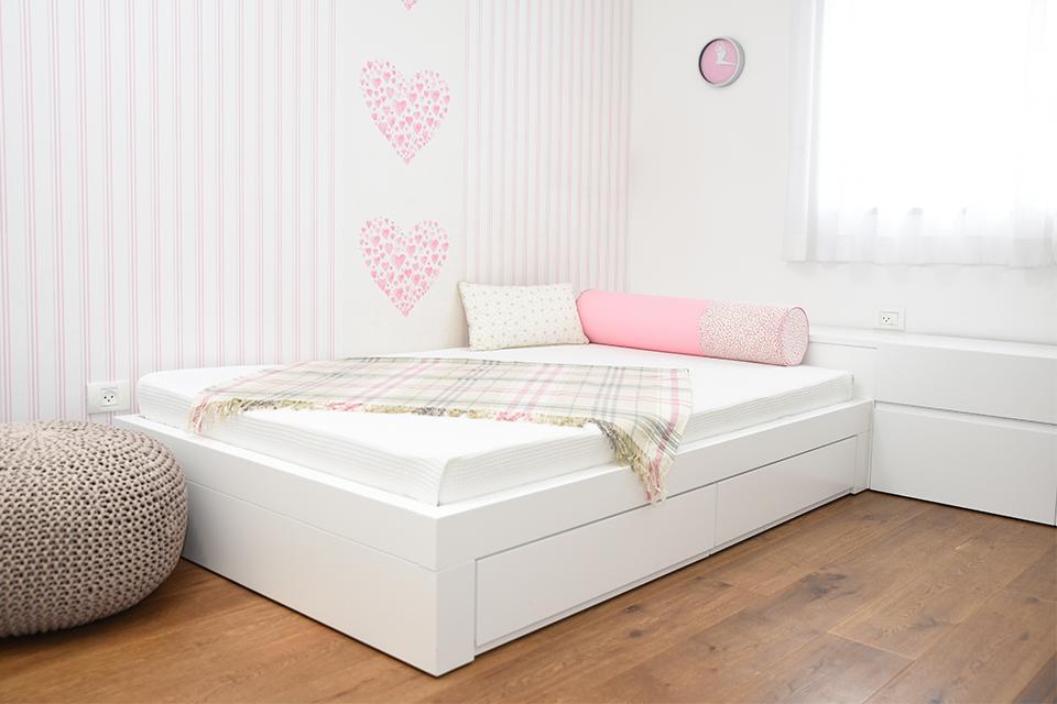 מיטה וחצי לחדר נערה