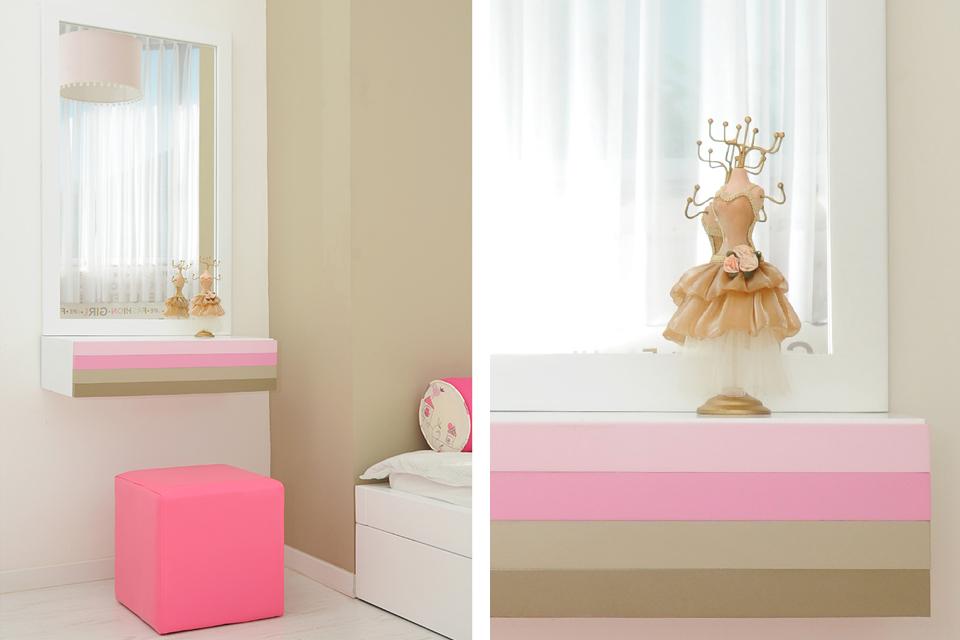 מראה צבעונית לחדר של נערה