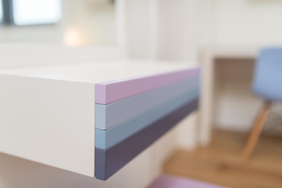 מראה צבעונית לחדר