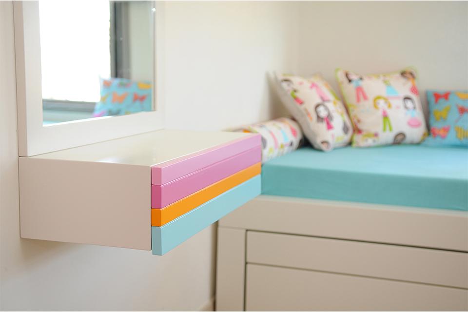 מראה צבעונית לחדר ילדים ונוער