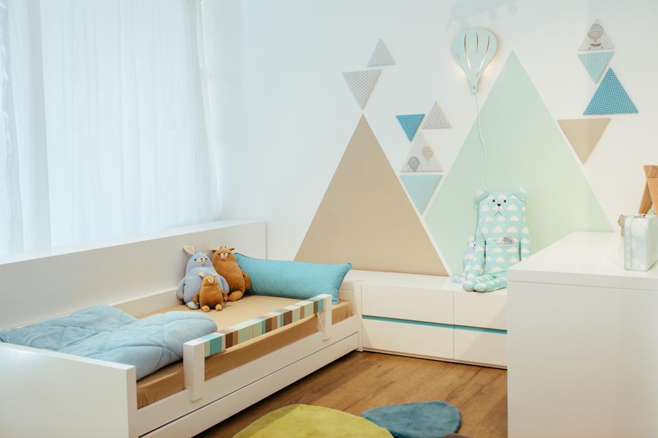 קיר משולשים ייחודי לחדרי ילדים ונוער