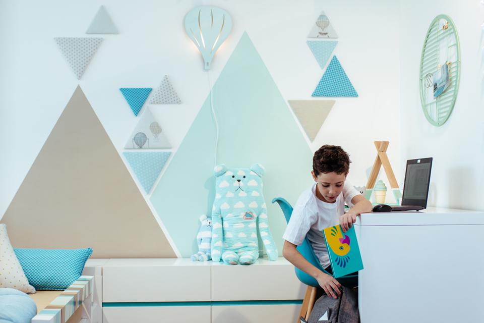 קיר משולשים ייחודי לחדר ילדים