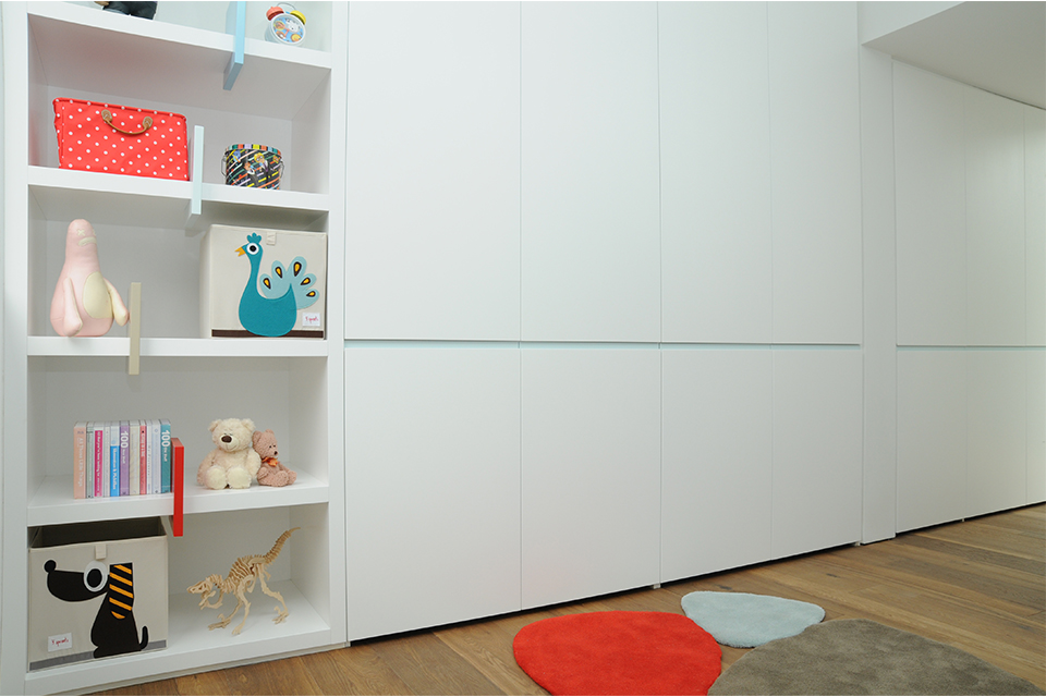 ארון לחדר ילדים עם אחסון פתוח