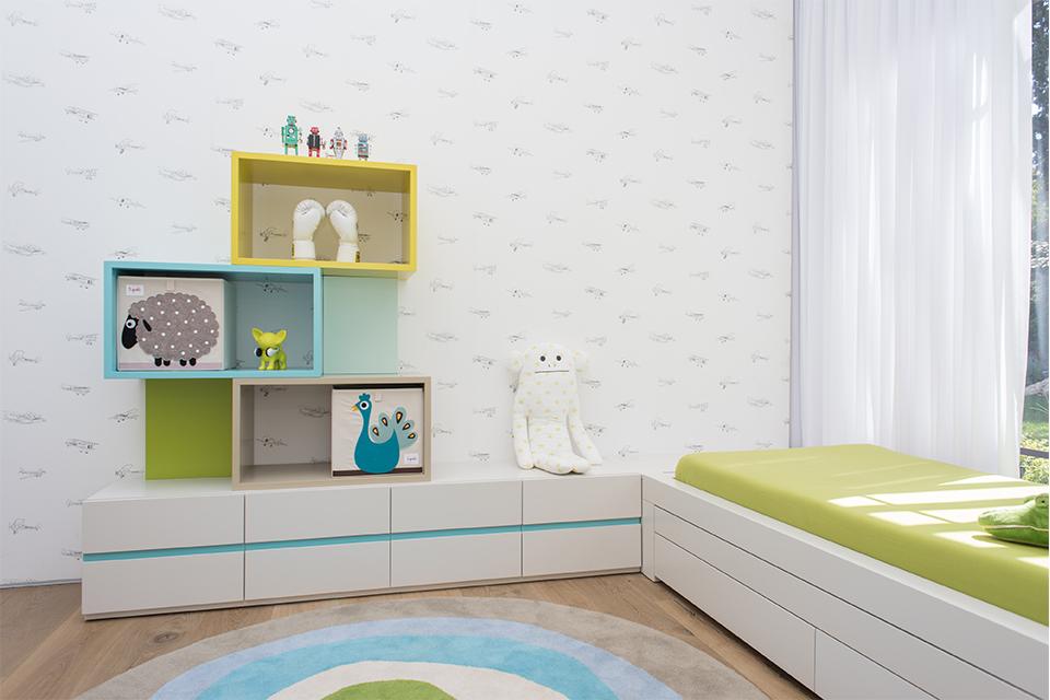 אחסון כוורת צבעונית בחדר ילדים ונוער