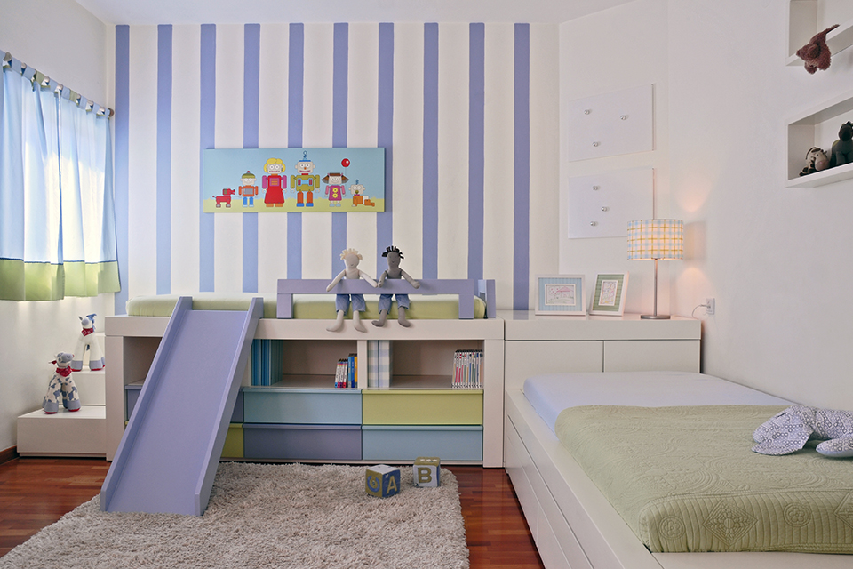 חדר ילדים עם שתי מיטות