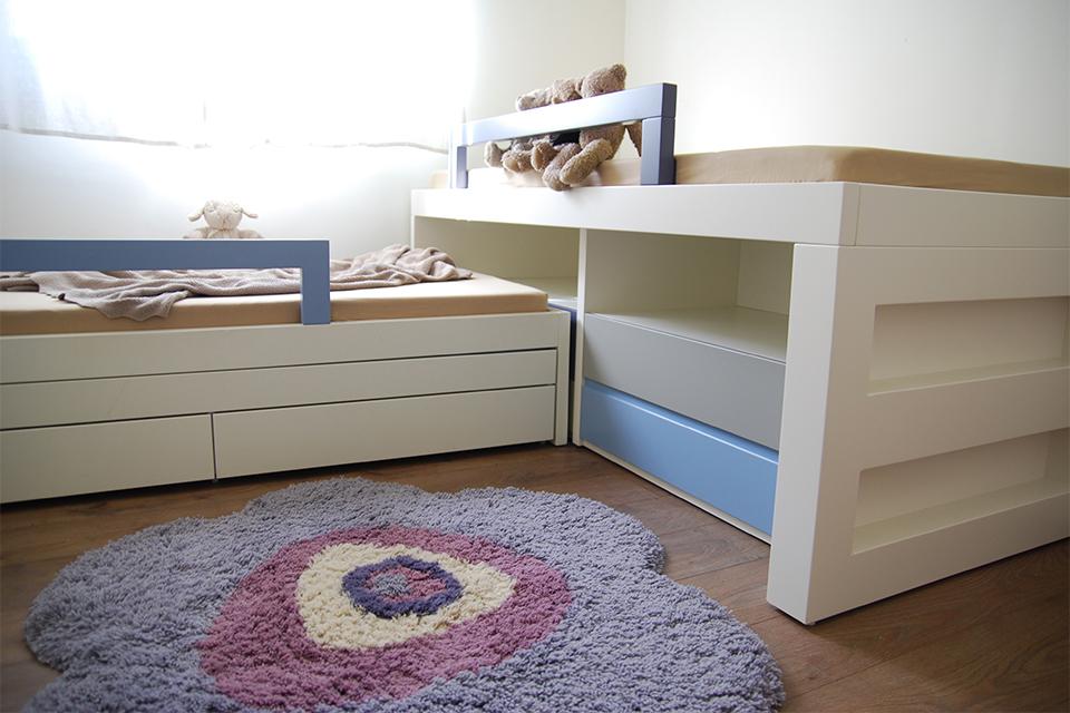 מיטות לשני ילדים בחדר