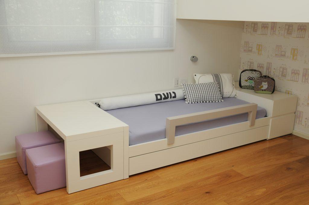 מיטת יחיד ושולחן יצירה לחדרי ילדים