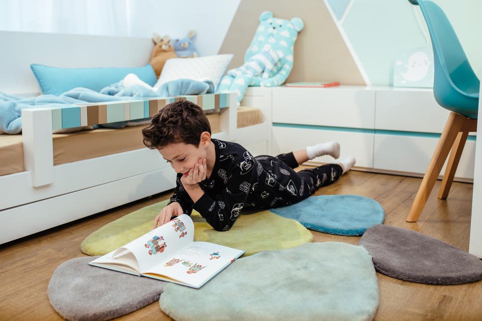 שטיח חלוקי נחל לחדר ילדים ונוער