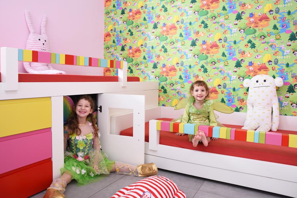 עיצוב חדר צבעוני לבנות