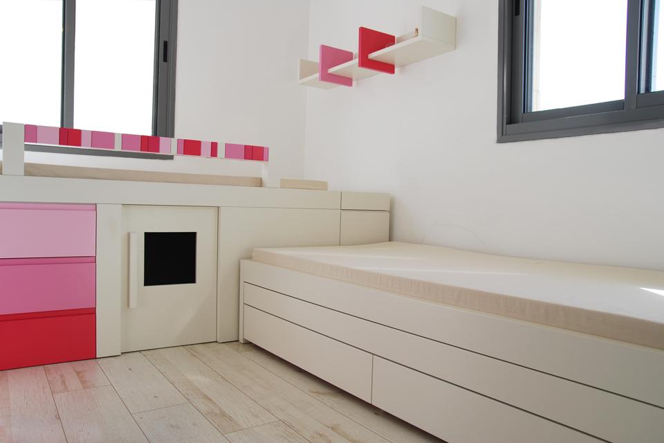 שתי מיטות לחדרי ילדים