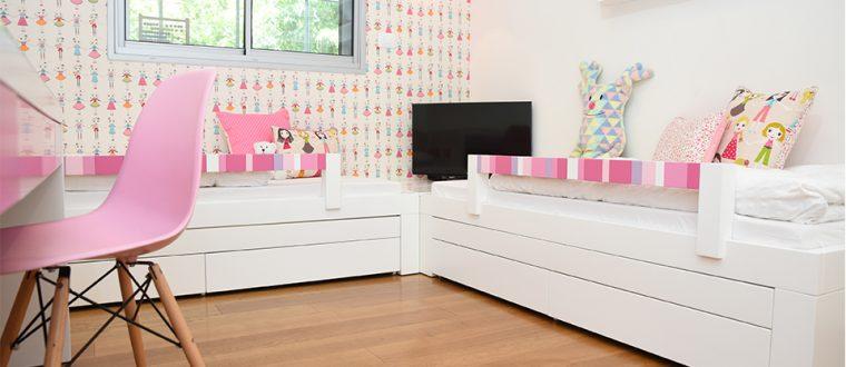 חדר לתאומות – עיצוב שמח וצבעוני